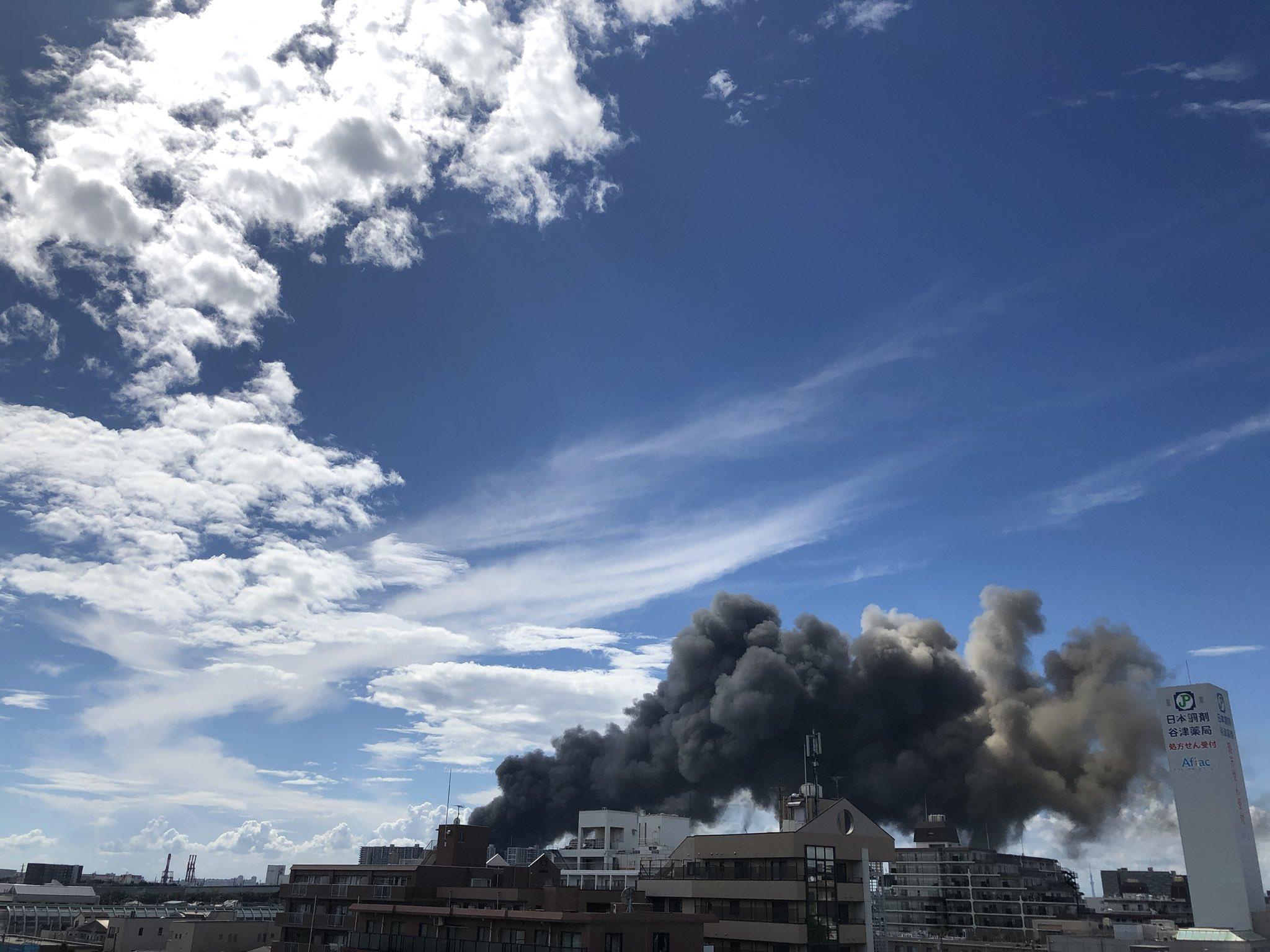 南船橋駅付近の火事で黒煙が立ち上っている画像