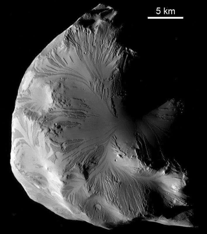 Helena es una de las 53 lunas de Saturno.🪐 https://t.co/9GyG9CFcJr