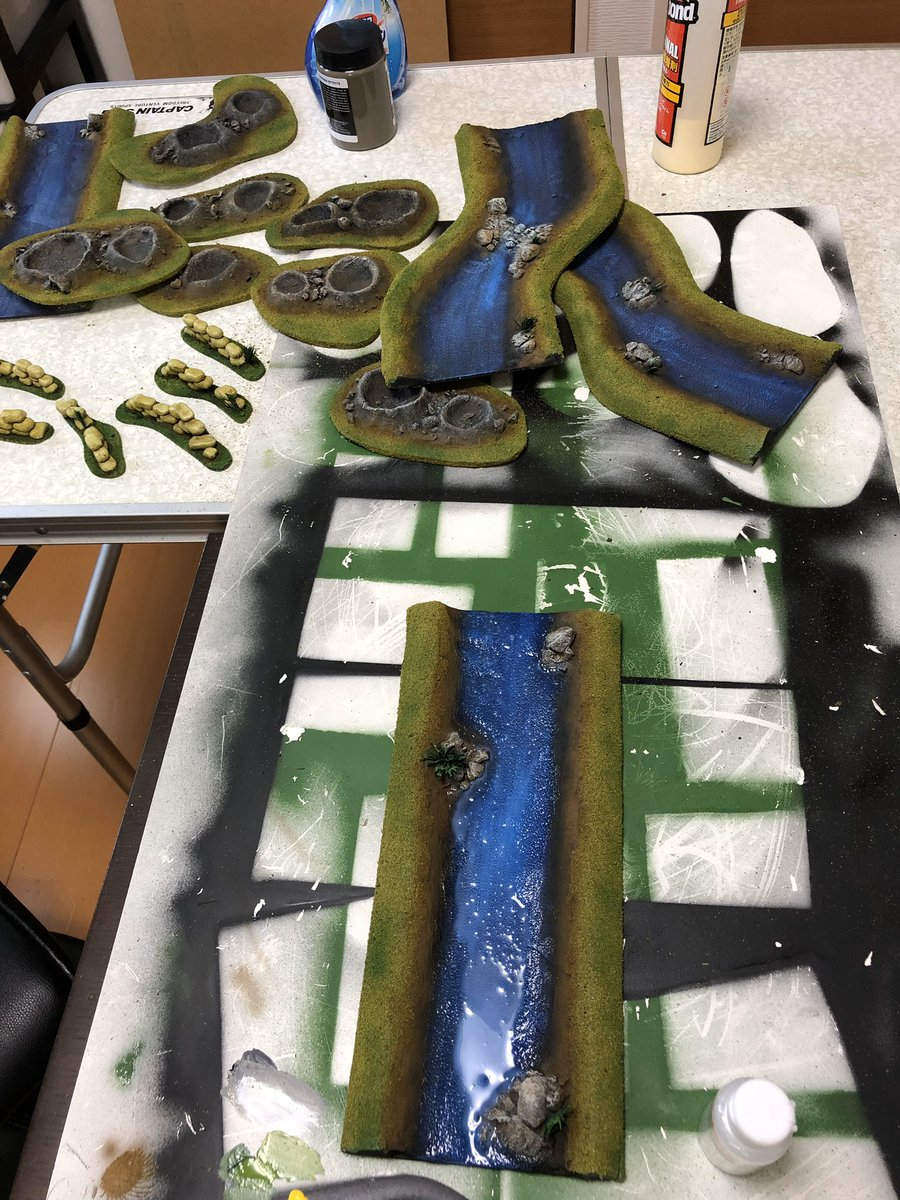 Getting the terrain done this morning and applying the finishing touches to my craters and river sections. #epicspacemarine #oldhammer #warhammerfantasybattles https://t.co/ywtLi4ApB5