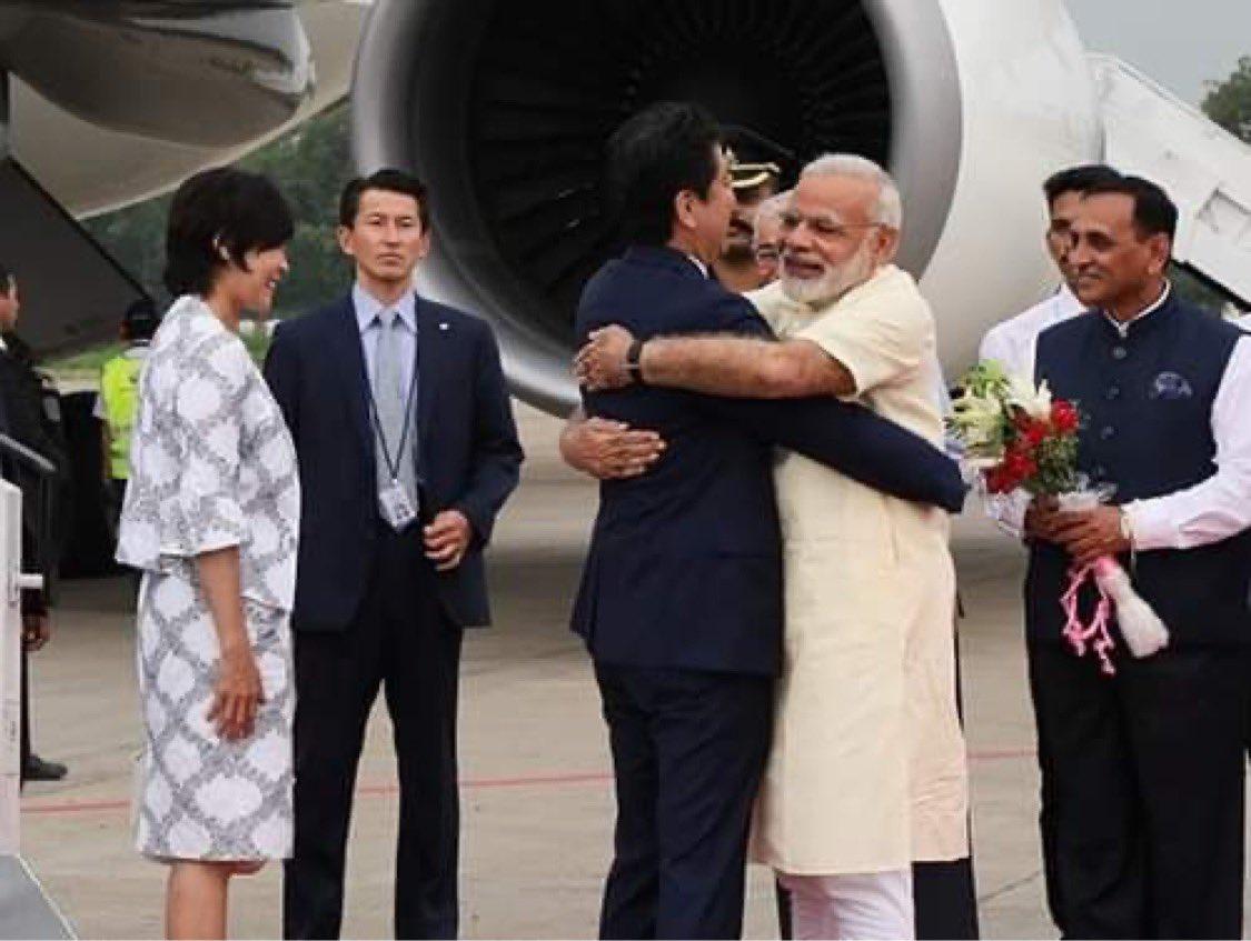 昨日は、モディ首相と電話会談を行い、この協定が署名に至ったことを歓迎しました。モディ首相とは、毎年、互いの国を訪問し、多くの時間を共に過ごす中で、自由で開かれたインド太平洋というビジョンを共有し、安全保障を含めた日印両国の協力関係を飛躍的に強化することができました。 https://t.co/iAbF4bkiiv