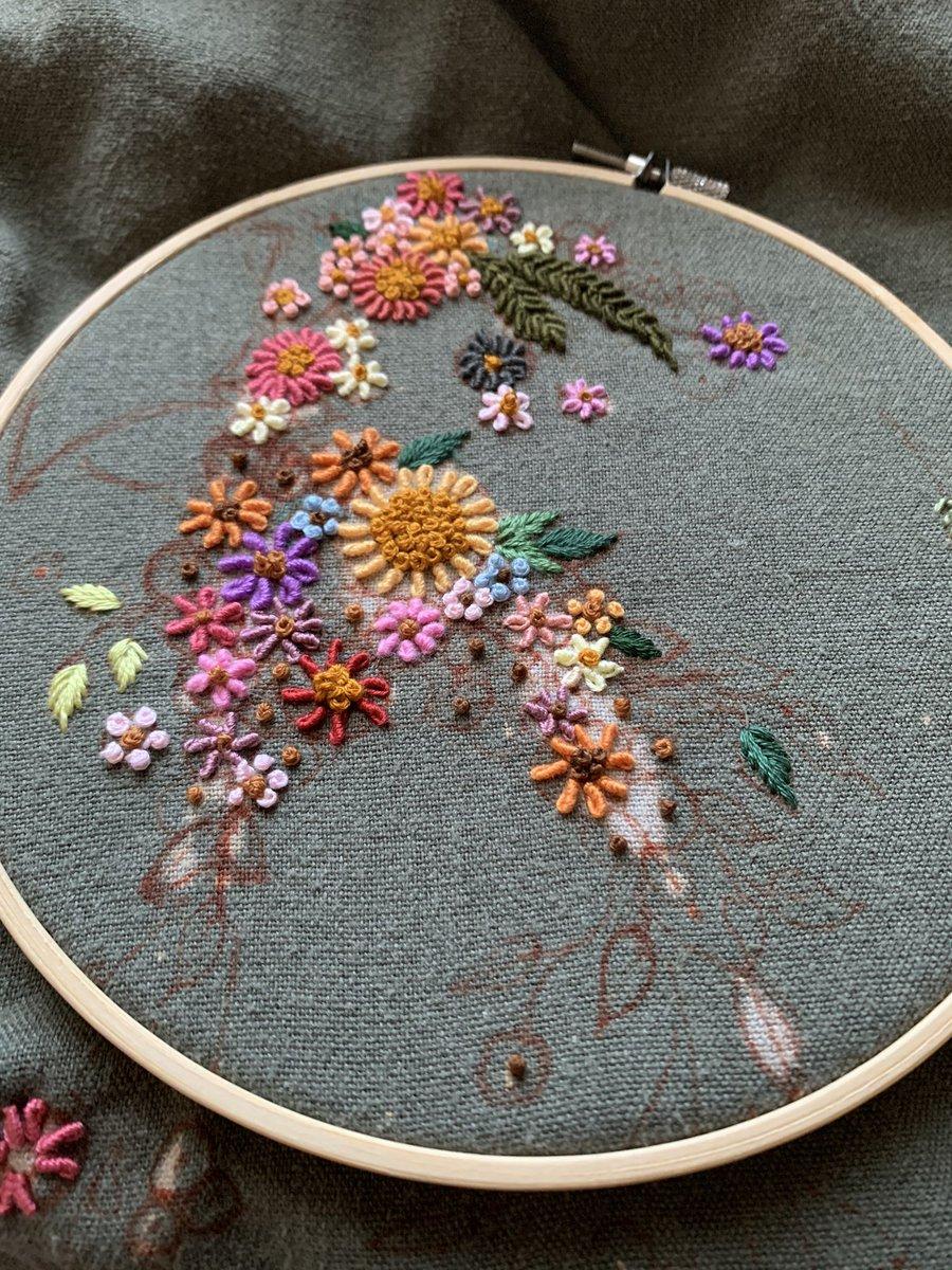 素敵な刺繍は失敗から生まれた芸術作品!スカートが漂白剤にやられてしまった・・・。