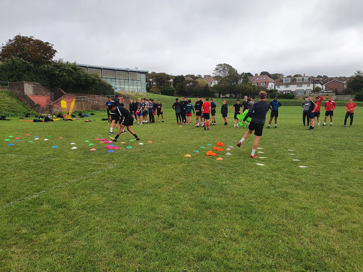 Huge welcome to our new intake of students at our RMA Varndean Education Programme. Tuesday saw a brilliant turn out for the first of their pre season sessions. @AcademyRma @Varndean_PE https://t.co/807O9vI0nD