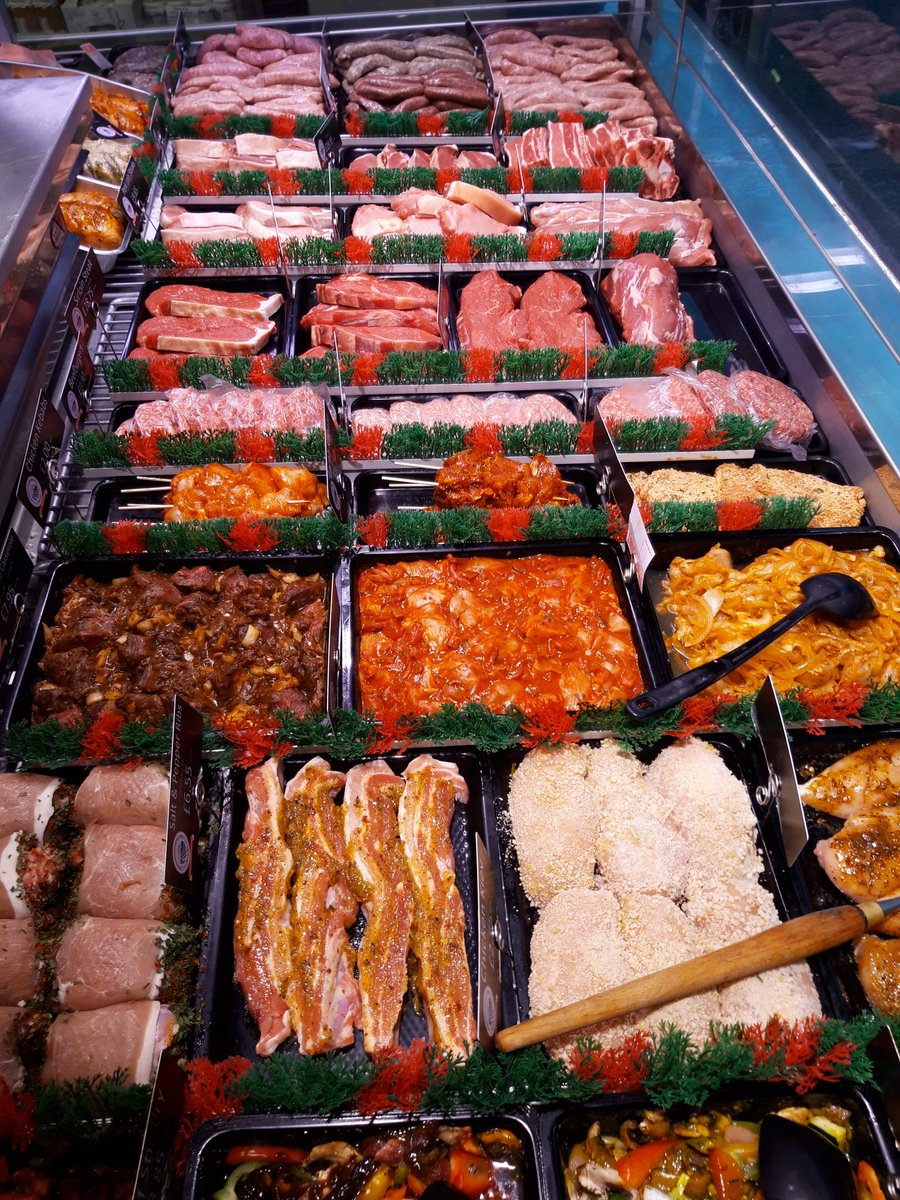 Window ready for a busy Friday! #meat #butcher #friday #Otley #Ilkley #Wetherby #Rawdon #Knaresborough #Bramhope #Yorkshire #Leeds #Bradford #Menston https://t.co/83tLUgp18v