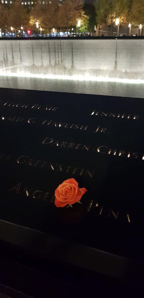 Non dimenticherò mai le sensazioni di tristezza, vuoto provate quando sono stata lì... Leggere tutti quei nomi.... Sembrava impossibile crederci invece è accaduto #11settembre #Torrigemelle #pernondimenticare https://t.co/pXDu1lE8TL