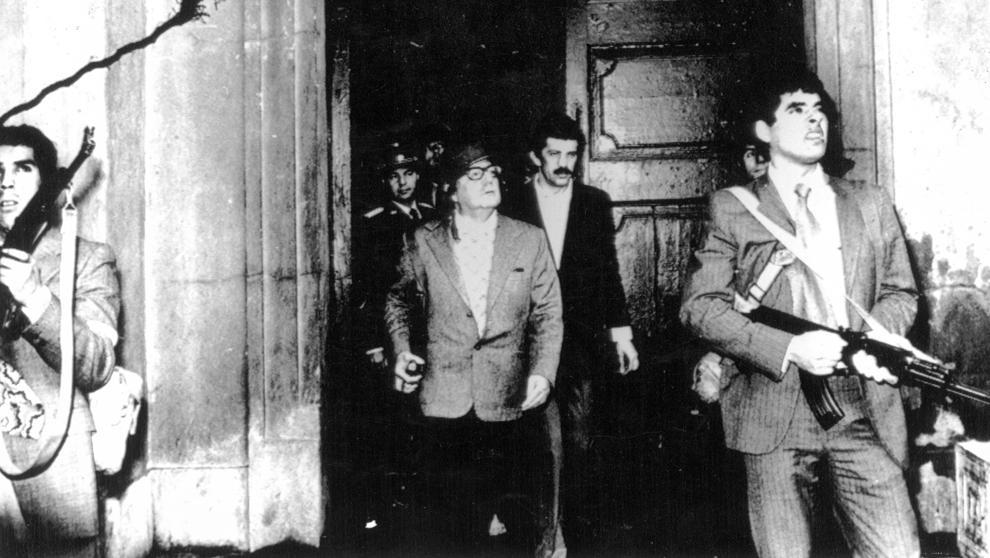Siempre en la memoria el #11septiembre de 1973 Chile y Salvador Allende sufrieron la barbarie del golpe militar de Pinochet con el apoyo de EEUU y la CIA para acabar con la democracia, la voluntad popular, los derechos humanos y una hermosa esperanza de socialismo y libertad 11-S https://t.co/fE7jNarfay