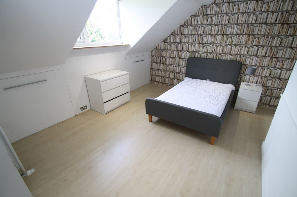 *Double Room Available in Professional House Share* On for £400pcm which includes all your bills, this is a lovely property situated in Armley, offering easy access to the city centre. https://t.co/acFZtdjmVa   #houseshare #armley #leeds #propertysearch #propertytolet https://t.co/gXsTCBCK2M