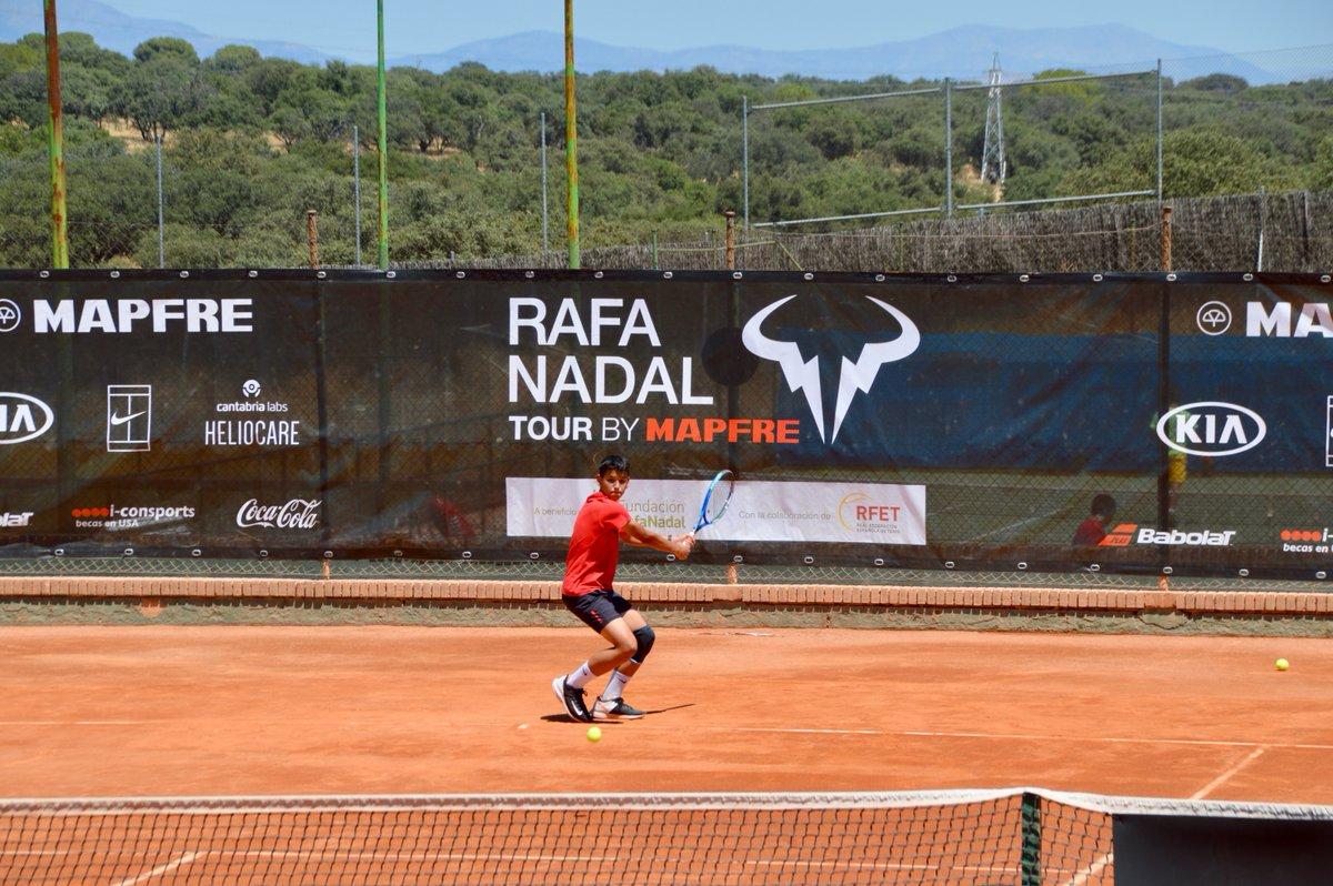 El #RafaNadalTour celebra a partir de hoy una nueva etapa, en Valldoreix (#Barcelona). En este circuito de #tenis juvenil a beneficio de la #FundaciónRafaNadal, se hace especial hincapié en las actitudes y comportamientos de los jugadores, dentro y fuera de la pista https://t.co/Kp30WwPYeZ