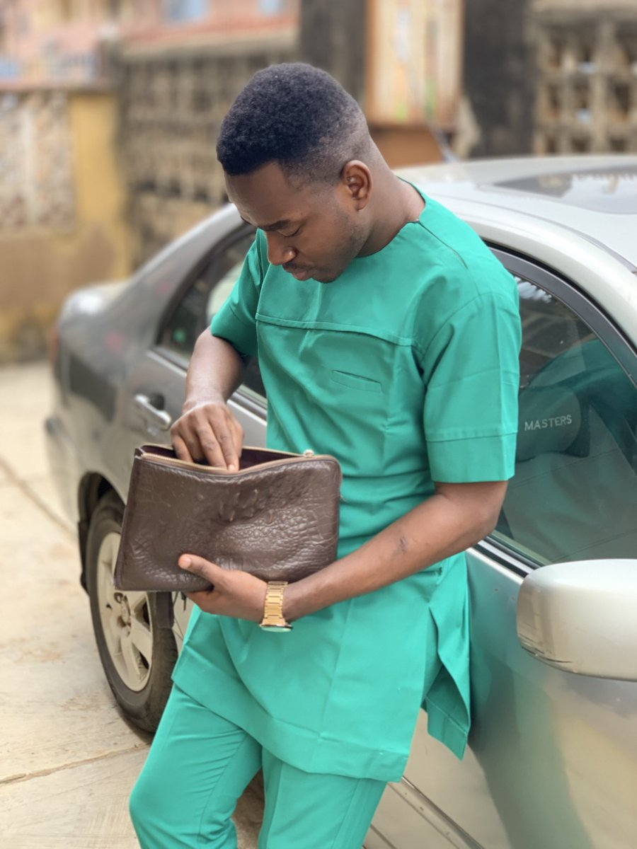 My name is Tosin Taylor I am a Naija Tailor Extraordinaire😉 I make kaftans and Agbada.... pls what am I looking for inside that purse😍😍😍