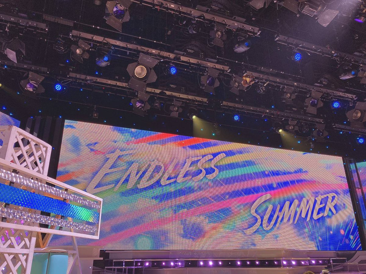今夜の1曲目はKis-My-Ft2 Ⓜ  新曲「ENDLESS SUMMER」を美 少年と共にSPパフォーマンス   ⭐最後に星形を7人で作る所が 1 発勝負なので綺麗に作れるか注目です   #ウラステ の 1 枚は本日のセット!  今夜のMステも生放送でお送りします