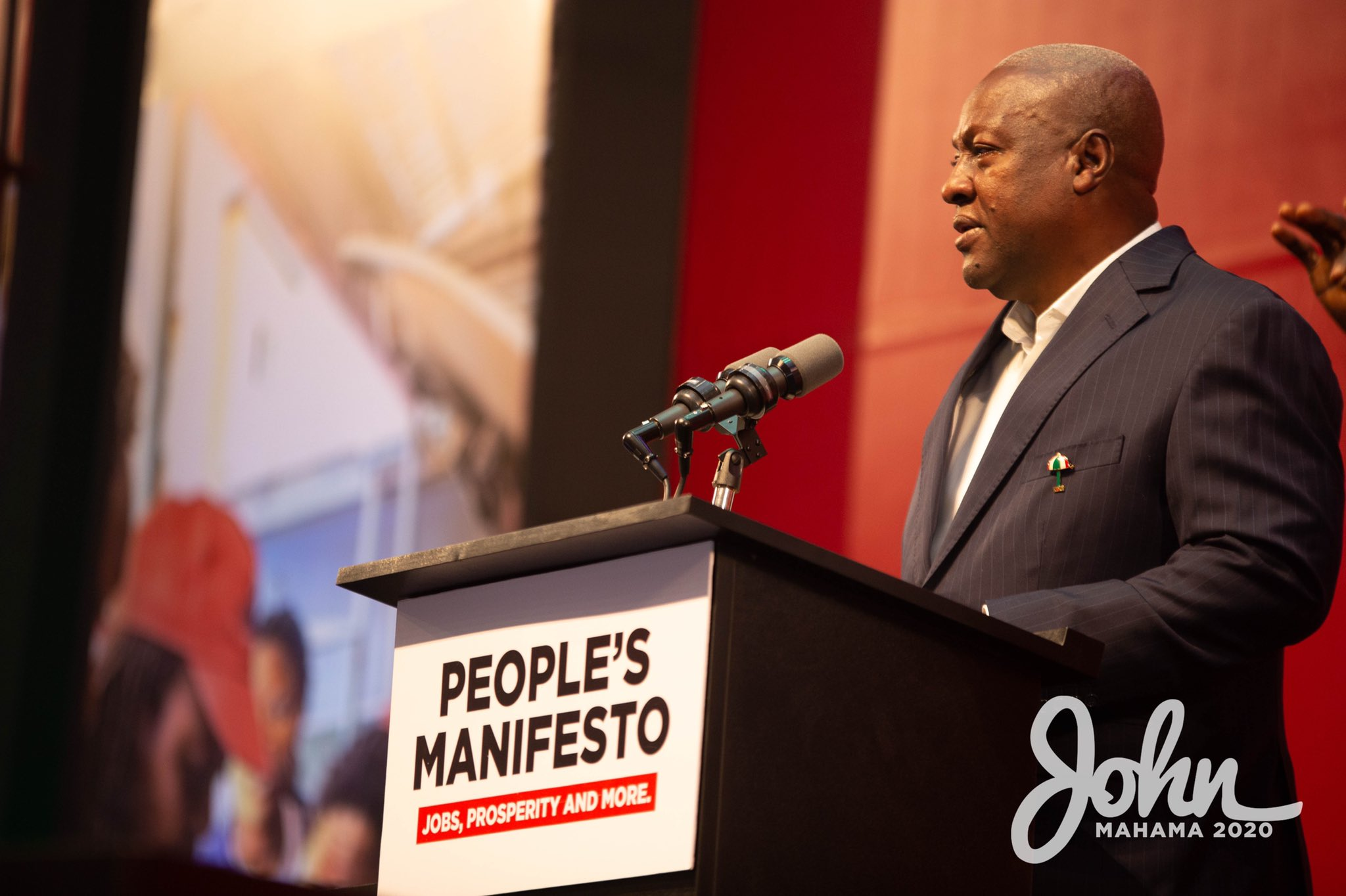 """John Dramani Mahama on Twitter: """"I've been watching CNN reports of fire raging across twelve Western US States. This has covered the whole western seaboard in smoke. Also this year, dust from"""