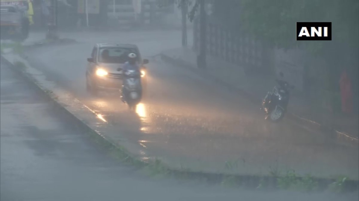 Maharashtra: Heavy rain lashes parts of Pune city.  India Meteorological Department (IMD) predicts cloudy sky with moderate rainfall in the Pune-Shivajinagar area for the next 6 days. https://t.co/XjiUEwBqOC