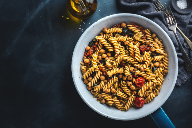 La ensalada de pasta y garbanzos más sana que te puedes imaginar https://t.co/cj8mZpkAFb vía: @AlimenteEC   #receta #legumbres #saludable https://t.co/QVZ3YR3BKf