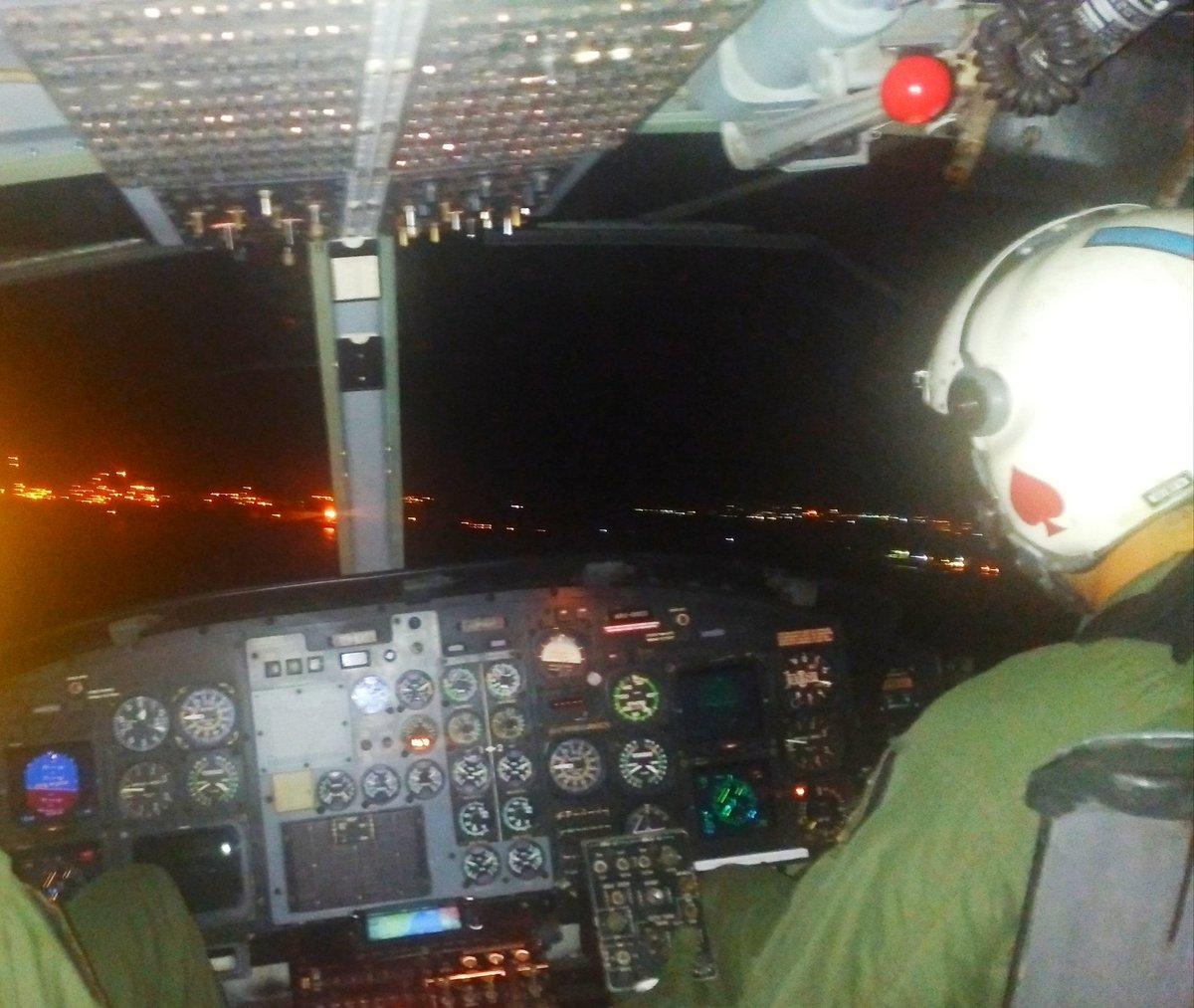 #10Sep La noche de hoy, tripulantes del @ARB_CANEATA sobrevolaron el cielo de Puerto Cabello, en sus respectivo entrenamiento en Vuelo Nocturno. Seguimos fortaleciendo el espíritu de los Aviadores Navales. #VueloNocturno #VueloSeguro https://t.co/iWEO2IEUrZ