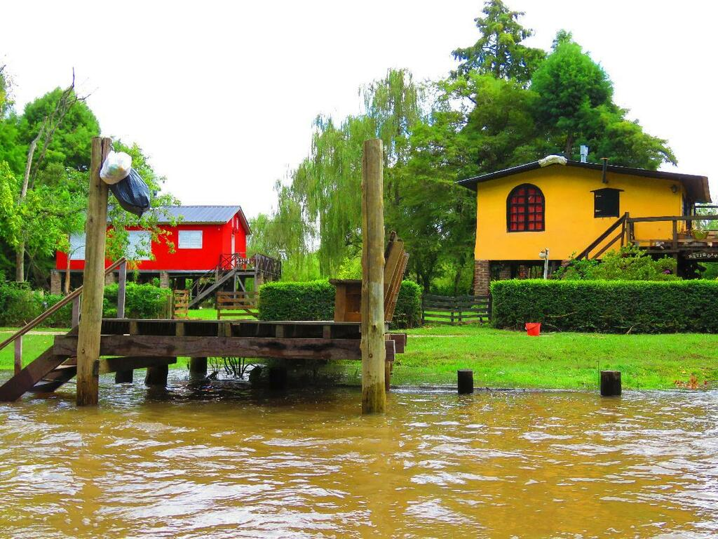 Tigre River Delta Outside Buenos Aires Is Unique  We loved grabbing our swim suit, boarding a small boat and touring #TigreRiver Community with Safari Delta! #colorfulhouses #boating #argentina #WordyExplorers Are We There Yet? The Wordy Explorers postcards_twitter.rss https://t.co/3iNsNfgPu2