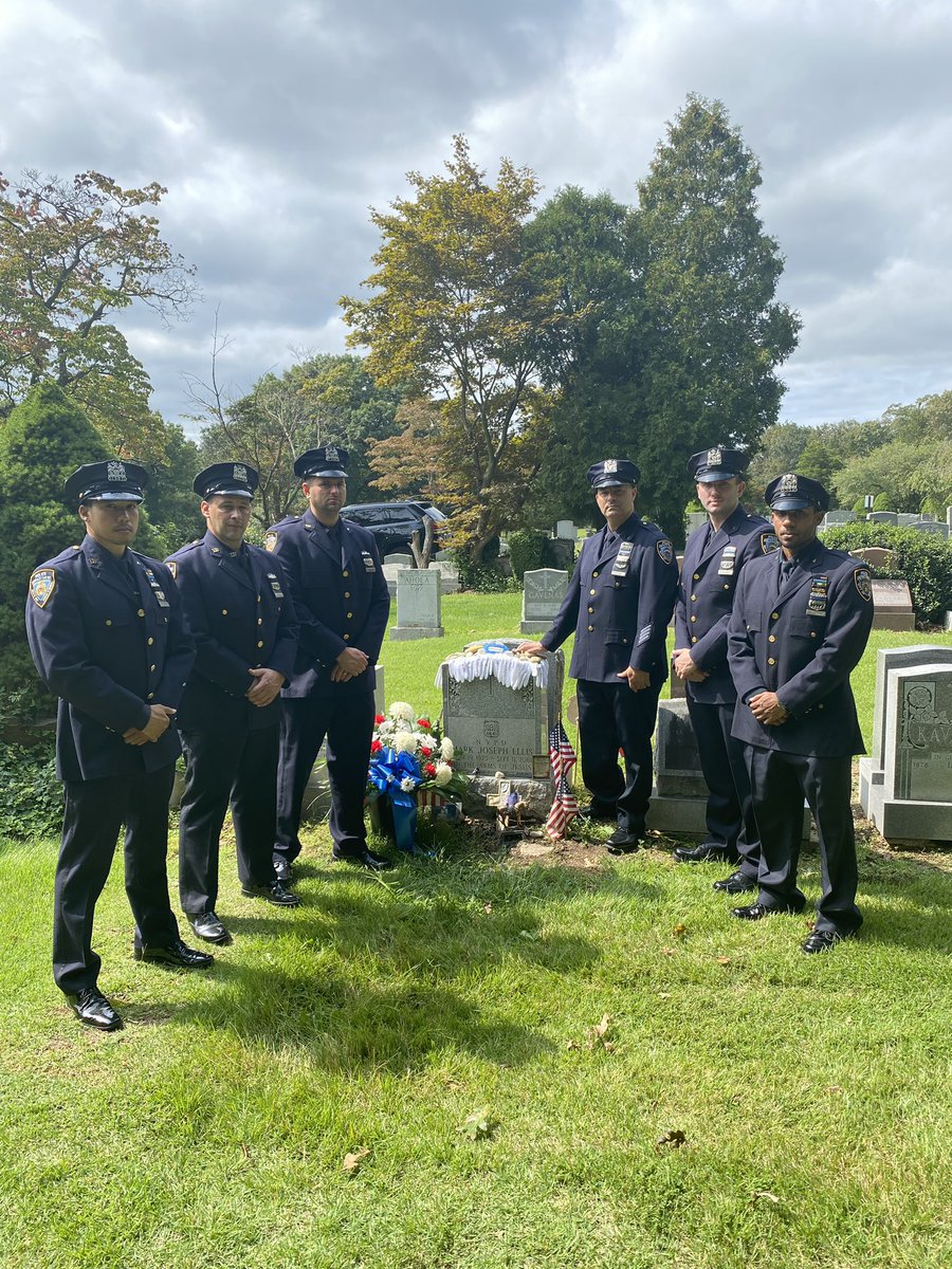Forever enshrined as partners from that fateful day, members of Transit District 4 visited the final resting place of Officers Mark Ellis & Ramon Suarez. https://t.co/bQWu2YhCVx