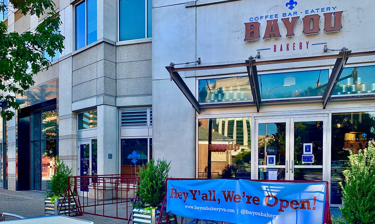 @BayouBakery is open again after 5 months for Grab N Geaux, Patio Dining & Delivery - and also for #ChefsFeedingFamilies which @ChefDavidGuas co-founded w/ @realfoodforkids. The initiative has served over 90K free meals + counting to Arlington Co Public School students & families https://t.co/l01DDtq3Ea