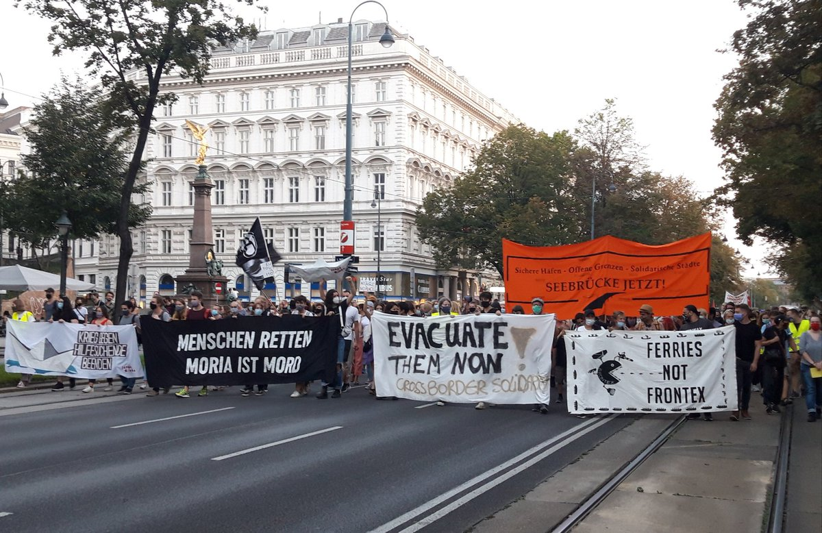 """WienTV's tweet - """"Demo passiert jetzt lautstark Schottentor: """"Wir haben  Platz!"""" #moria #wien """" - Trendsmap"""