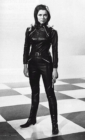 Remembering Diana Rigg who passed away yesterday.   Her elegant & strong female spy role inspired me. And that leather catsuit!  But it was her portrayal of an elderly woman of substance on GOT that really made an impact on me due to the lack of interesting old ladies in media. https://t.co/fTmBy04gW7 https://t.co/dZuiJLYBpe