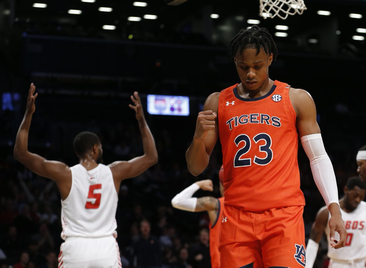 """Why was RJ Barrett basically a locked top 3 pick last year but Isaac Okoro isn't this year?Barrett: 6'7"""" 202lbs, 6'10"""" wingspanOkoro: 6'6"""" 225lbs, 6'8.5"""" wingspanBasically the same height, RJ is longer but Okoro has a better frame and is a much more fluid athlete.1/6"""