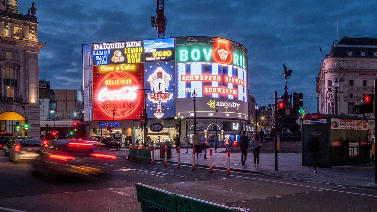 On Thu and Fri evening, @Ancestry lit up Piccadilly Lights in London with famous illuminated signs from the past 80 years, to honor the 80th anniversary of the Blitz. Via agency @Anomaly. https://t.co/gRIL8sMs46