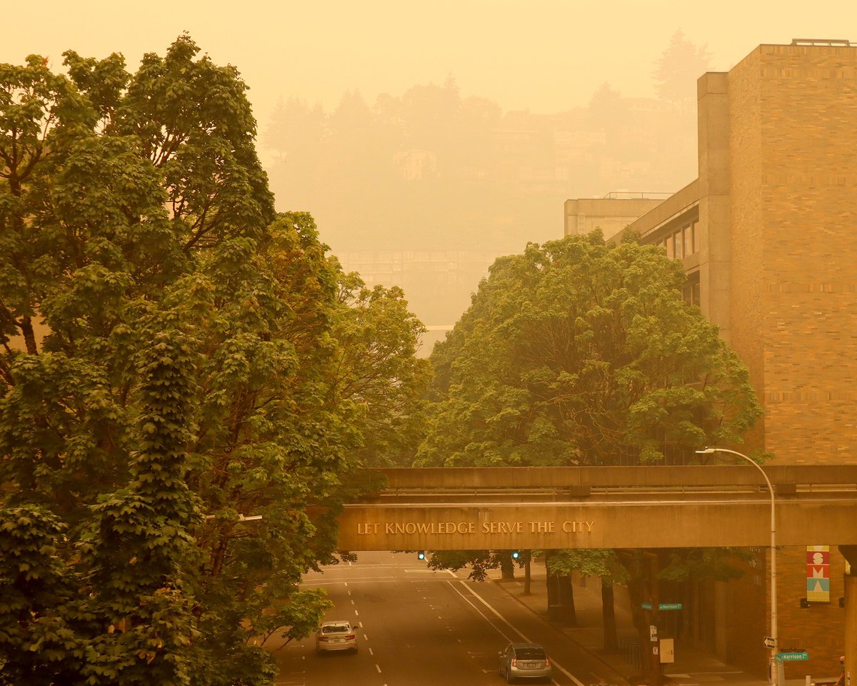 Smoky skies over Portland Friday.   With tragic and historic fires burning across Oregon, PSU is offering a free room at University Place Hotel to any student or employee under an evacuation order due to wildfire.   Stay safe, everyone.   https://t.co/lGbF9wIAi5 https://t.co/XhXkc7gUdP