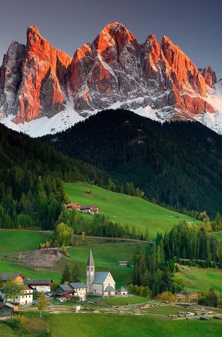 🌲Dolomites Mountains , Northern Italy🌲 #photography #NaturePhotography #naturelover #beautifulworld #Tourism https://t.co/sKoNX6fGsi