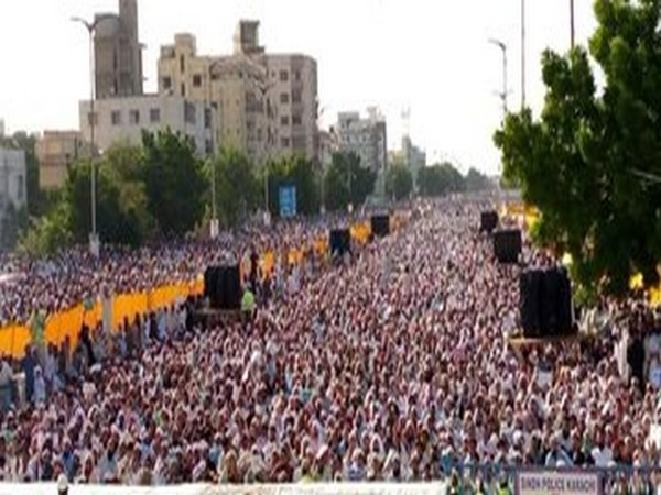 Sea of people at Anti-Shia protest jolts Pakistan's Karachi  Read @ANI Story | https://t.co/S9WN3jYyUp https://t.co/lUmtnOxuIT