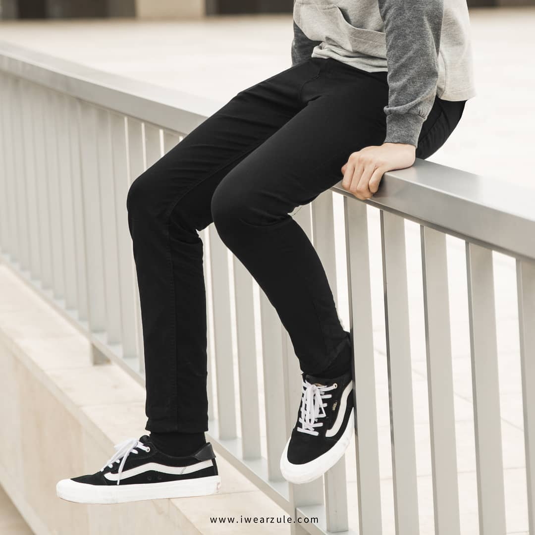 Warna hitam memang tidak pernah salah. Terutama celana panjang, siapa sih yang tidak punya celana warna hitam di dalam lemarinya? Baik itu celana jeans, chino ataupun celana jenis lainnya. . Custom at https://t.co/rStv6kenPV https://t.co/L7khRYEeSI