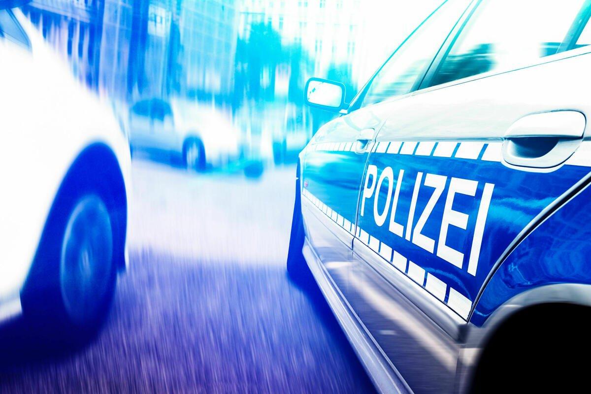 BMW flüchtet über Grenze: Drei Verletzte bei wilder Verfolgungsjagd. https://t.co/dr6qOu4yFz https://t.co/RKVg17fYgd