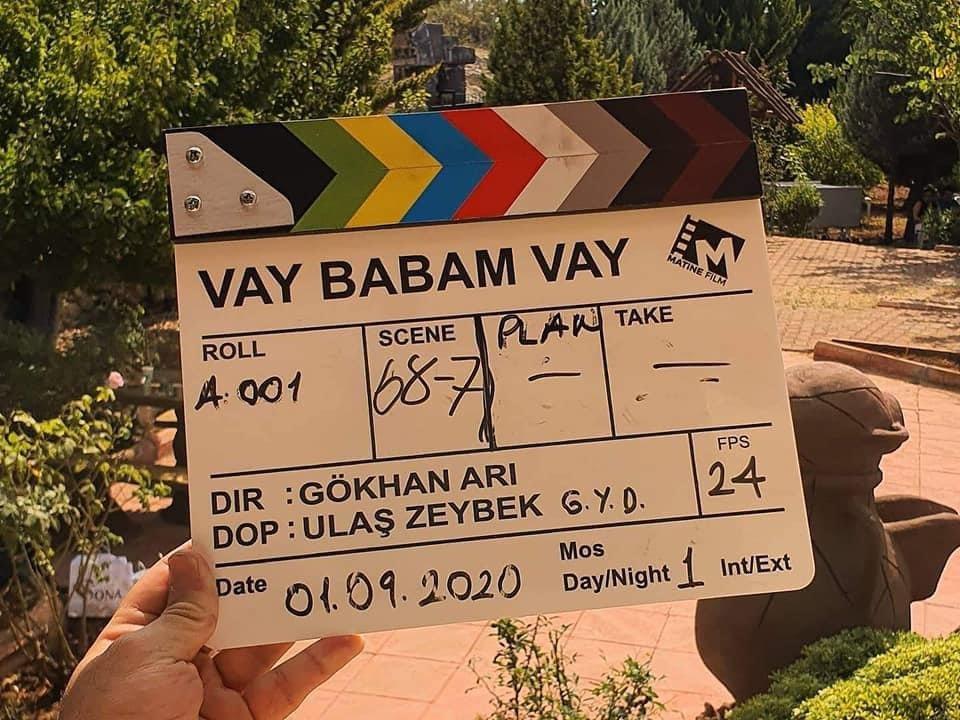 """🎥Çekimleri Mersin'de devam eden """"Vay Babam Vay"""" adlı komedi filminin setini ziyaret ettik.   Yapımcılığını Mersinli @onuryaprakcitv nın üstlendiği, oyuncuları arasında Altan ERKEKLİ'nin yer aldığı film, 12 Aralık ta sinema severlerle buluşacak.🎬  @MehmetNuriErsoy  @lutfielvan https://t.co/eTI7dpqCkk"""
