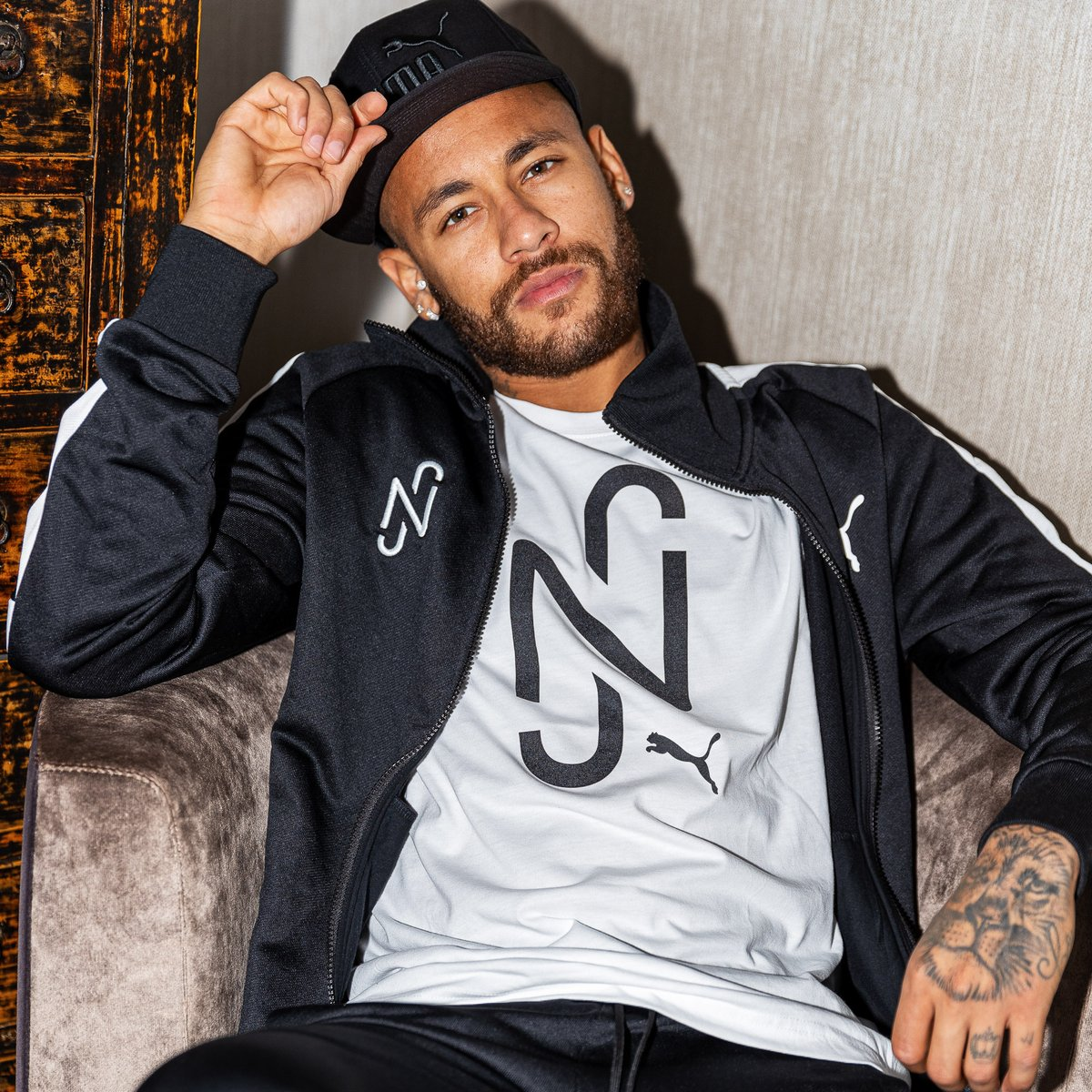 Welcome to the fam @neymarjr #KingIsBack https://t.co/zC6vfImUzZ