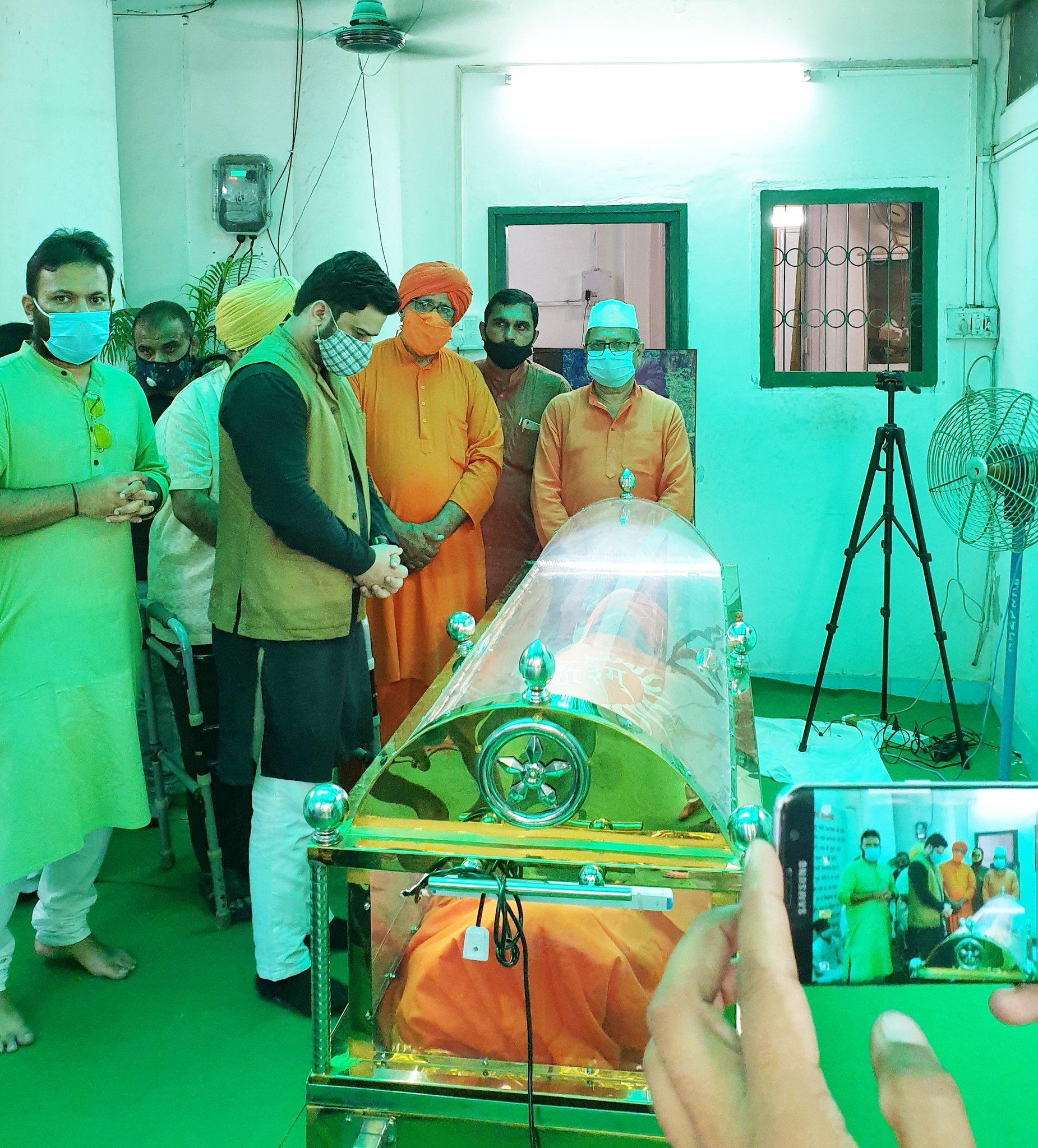 Dead or Death body pic Swami Agnivesh Biography, Swami Agnivesh Age, Swami Agnivesh education, Swami Agnivesh parents, Swami Agnivesh wiki, Swami Agnivesh date of birth Swami Agnivesh family, Swami Agnivesh wife, Swami Agnivesh girlfriends, Swami Agnivesh career, Swami Agnivesh son, Swami Agnivesh daughter, Swami Agnivesh caste, Swami Agnivesh muslim