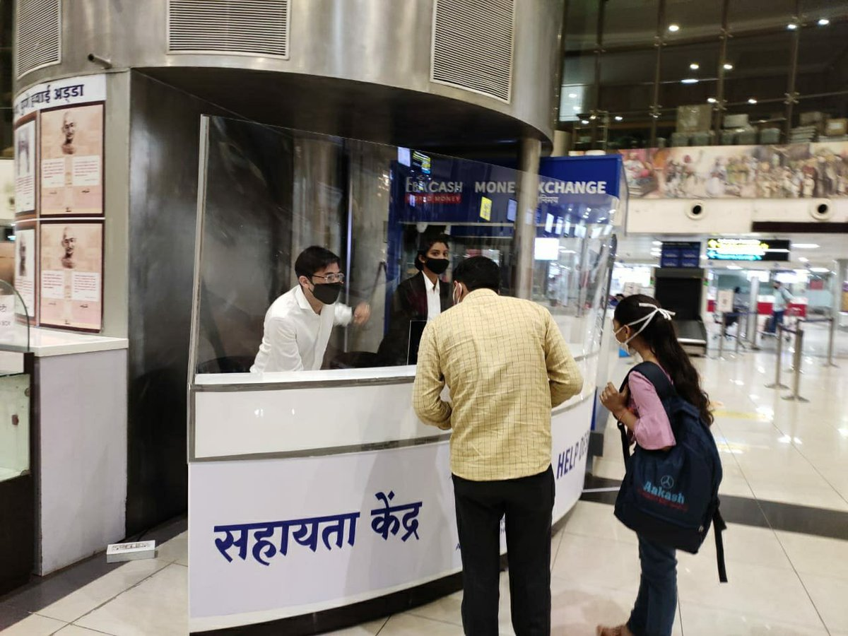 We announce the commencement of Help Desk manned by polite young executives to assist you at the airport. In addition to improving passenger facilitation this is also creation of 21 new jobs at the airport.  म्हणजे एका दगडात दोन पक्षी  @AAI_Official  @aairedwr https://t.co/bGaRD19yf6