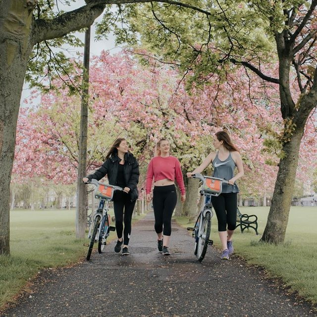 New to Edinburgh? 🚵 Bring out the explorer in you by riding our Just Eat Cycles across Edinburgh, through the parks, bustling streets or alongside the North Sea, whichever route it may be, you'll soon fall in love with the city. Visit https://t.co/QmdzjHfTMQ for more info. https://t.co/numCQ6WNLw