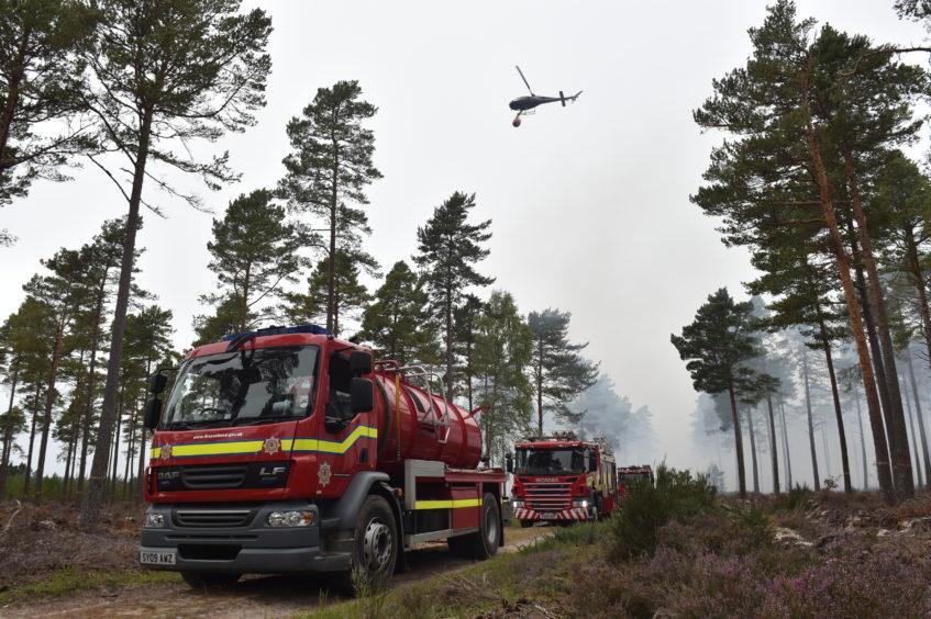 Picture update: Fire crews battle Moray forest fire. https://t.co/AmFmqUfXvn https://t.co/XqrxUt6LPc