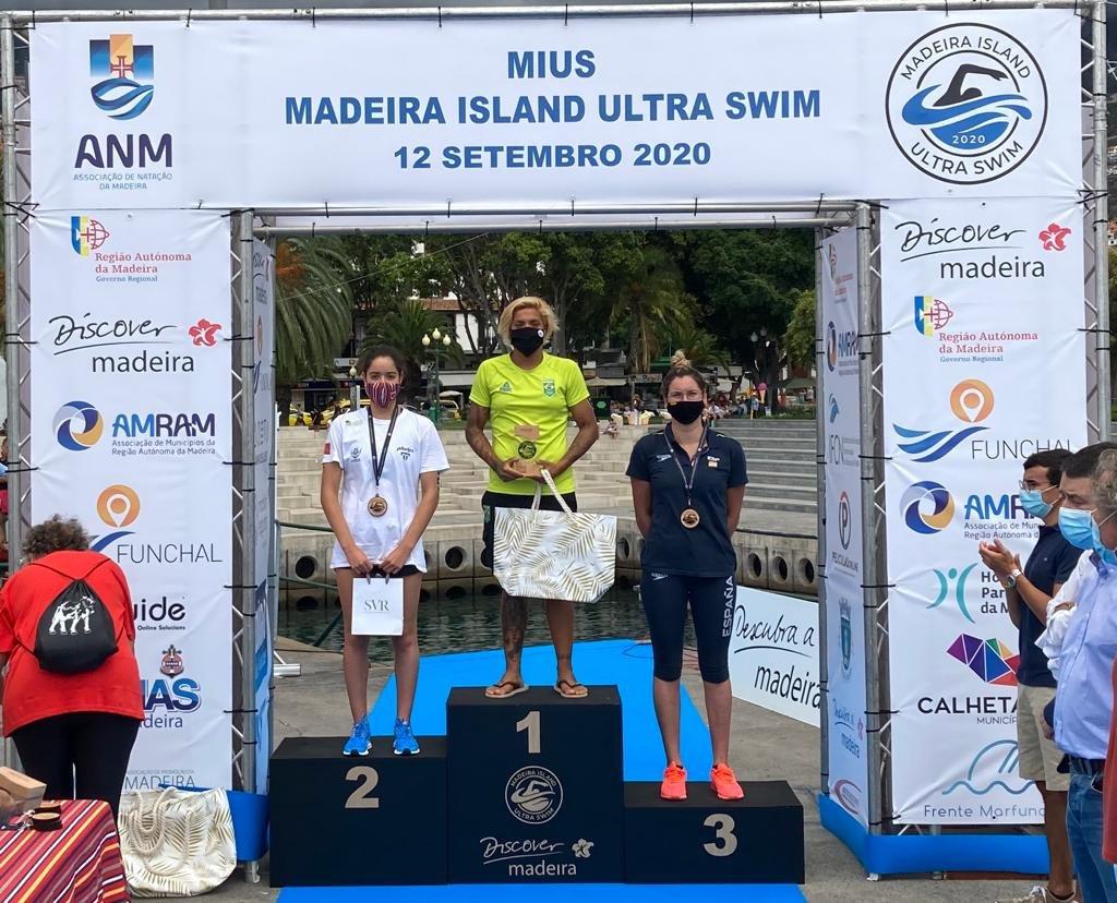 Foto del podio de la española Paula Ruiz (BRONCE) en los 10 km de la Madeira Internacional Ultra-Swim de Aguas Abiertas. Felicidades, Paula!!!! https://t.co/rsZ6CX1NOZ