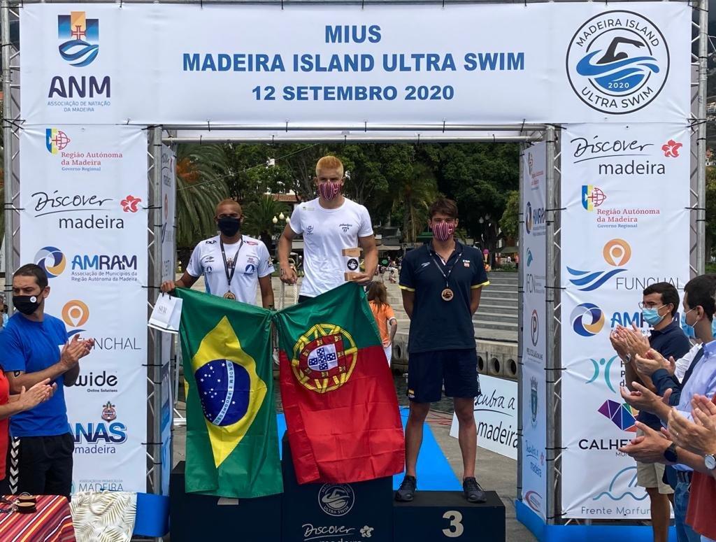 Foto del podio del español Guillem Pujol (BRONCE) en los 10 km masculinos de la Madeira Internacional Ultra-Swim. Enhorabuena, Willy! https://t.co/LCVqWdXcTf