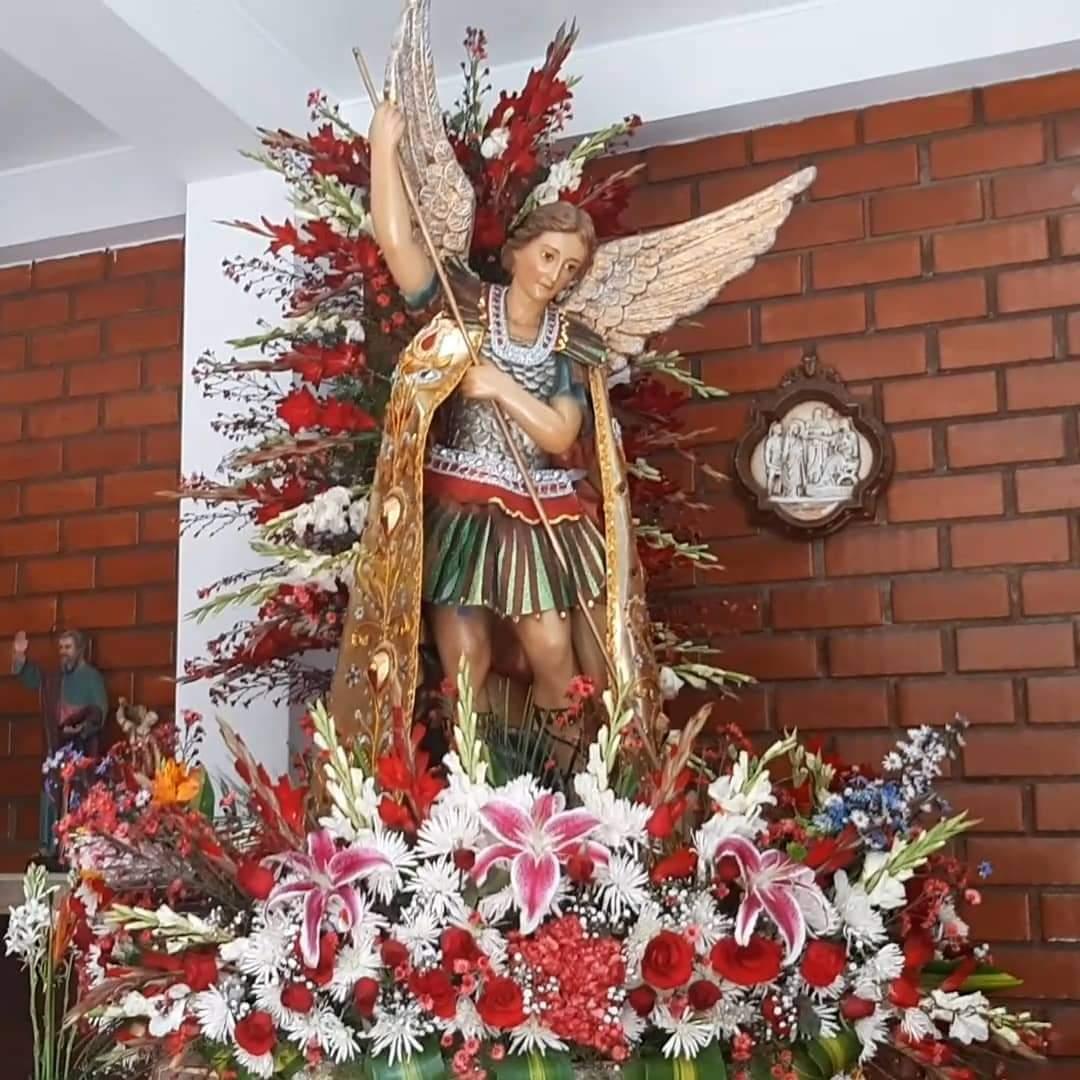 @Pontifex_es #OremosJuntos #SanMiguelArcángel defiéndenos!!! 🙏 https://t.co/zsA40PVc6q 🕊️  #OremosPorLaHumanidad #PrayForHumanity #PrevencionSIMiedoNO https://t.co/gqVWQFEKJB