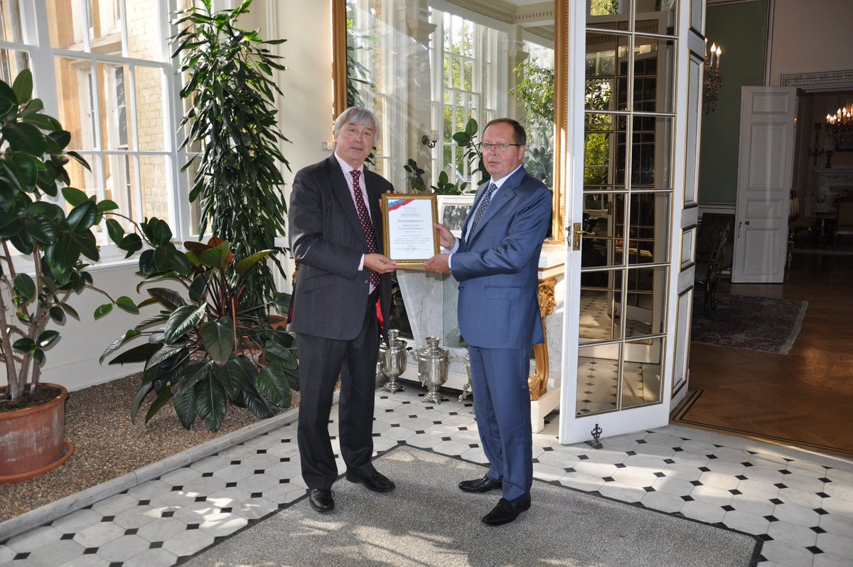 Ambassador Andrei Kelin has presented Simon Bartley of @WorldSkills with a Certificate of Commendation from the Russian Government following the vast success of WorldSkills 2019 in Kazan. Next WorldSkills championship of vocational skills will be held in Shanghai in 2021. https://t.co/5FlUEcUf8w