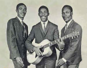 In memory of Toots RIP 🎙 that soul shaking moment in the studio when he sings with Jerry Mathias and Raleigh Gordon as The original Maytals: The Harder They Come (1972) - Clip: Sweet And Dandy youtu.be/ErQ2UB44k-o via @YouTube