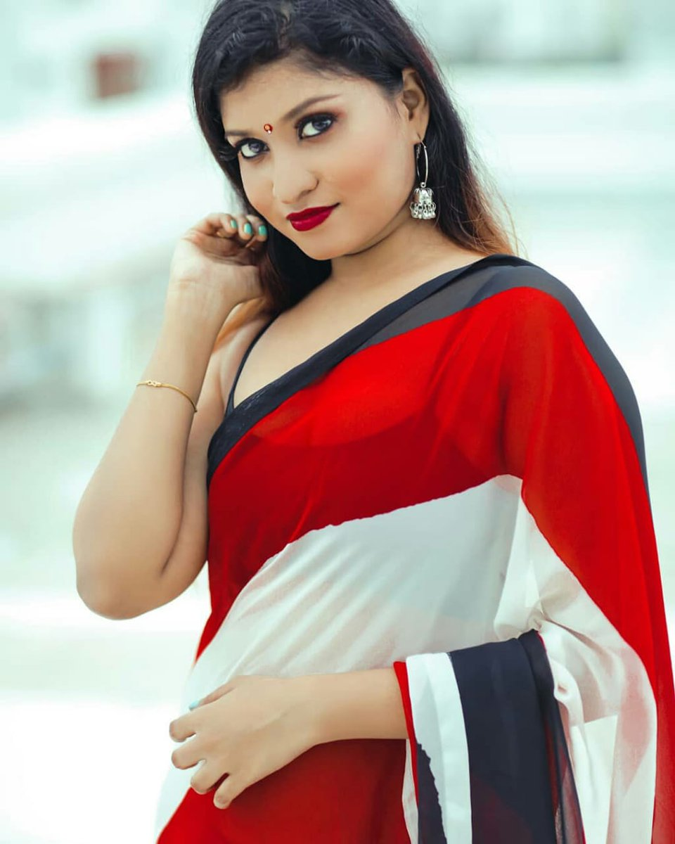 Beauty in Red #Kommal ❤️📸  @kommalofficial @Prabhastylish https://t.co/BDGLnKtruq
