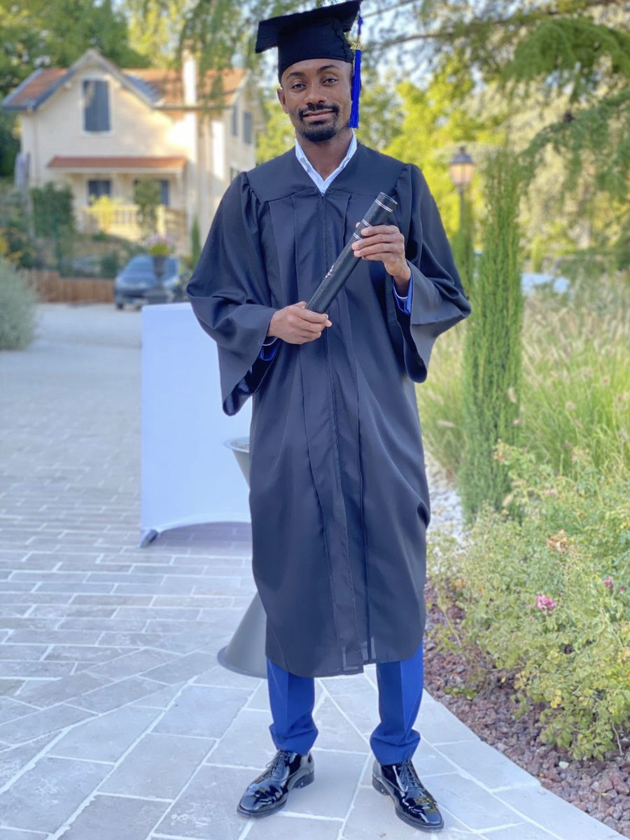 Congrats bro, I am so proud of you @salomonkalou 🎓👏🏻👏🏻👏🏻👏🏻👏🏻 https://t.co/53Kzhe6RJd