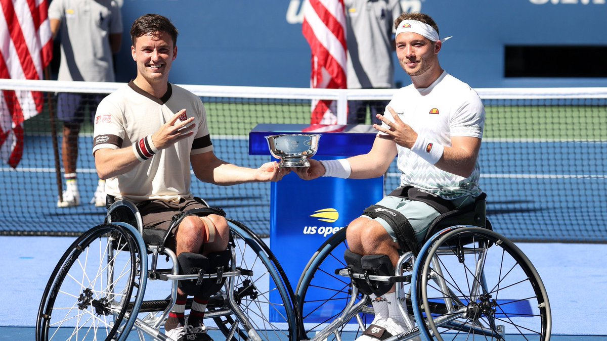 That makes 4! Another one to add to the collection with @alfiehewett6 🇬🇧🤩 Thank you everybody for the support on my return to competition 💙 https://t.co/EhuIIL8rri