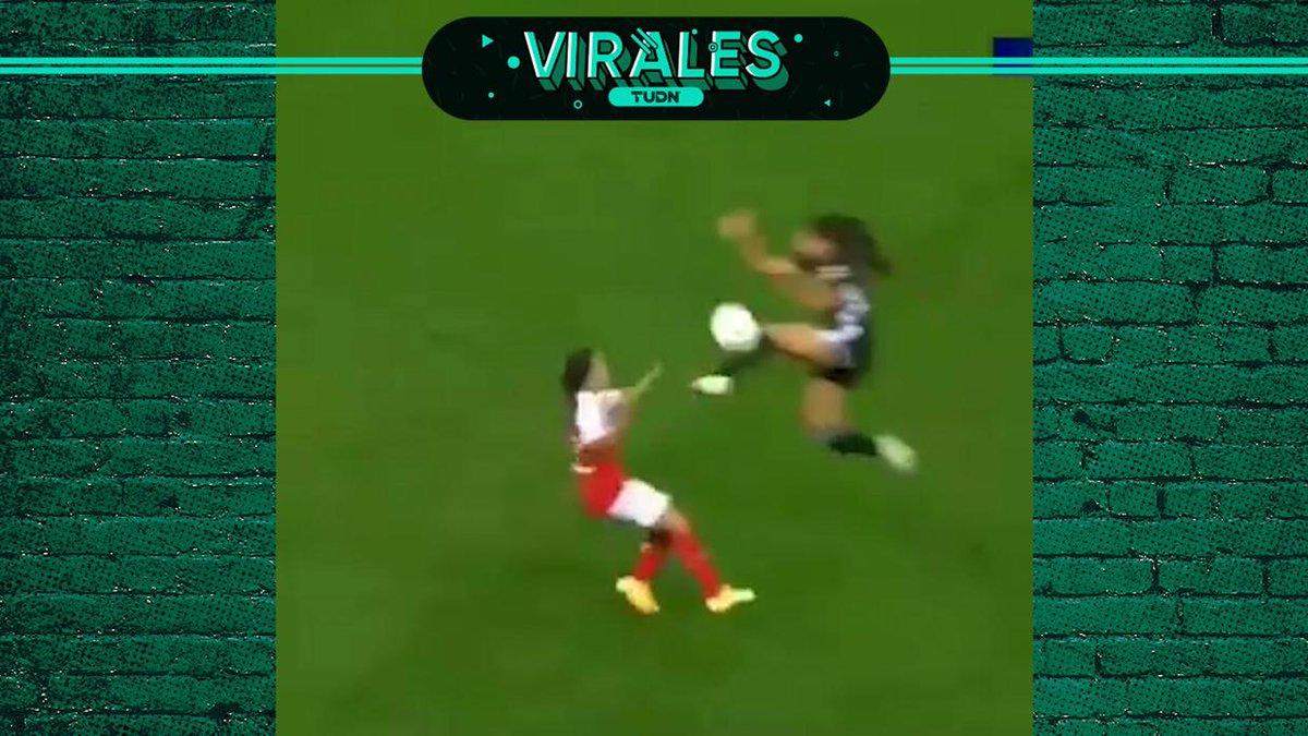 ¡Padata impensable en la cabeza en el futbol femenil de Francia!  ⚠️ Imágenes fuertes  #Virales   #Francia   #EllasJuegan   🇺🇸https://t.co/Hp0ZeOH0Ju 🇲🇽https://t.co/HzfiLReEuQ https://t.co/KMSwrgzmcE
