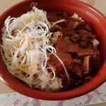 Image for the Tweet beginning: 八王子のら~めん「いち」で角煮丼をテイクアウト。大正解。かなりうまいよ。