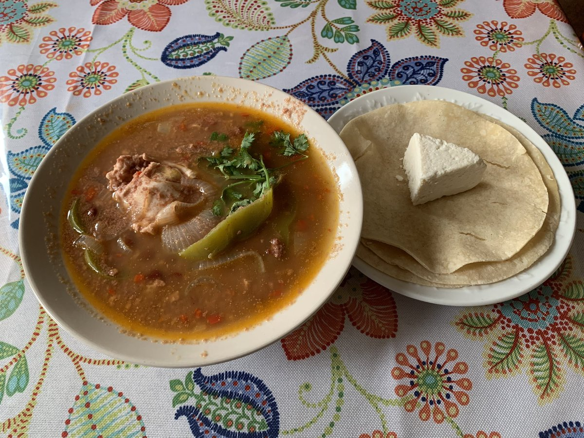 #sopadefrijoles con #tortilla y #queso #beansoup by @lorgiapaz https://t.co/FUWqcFXC1h