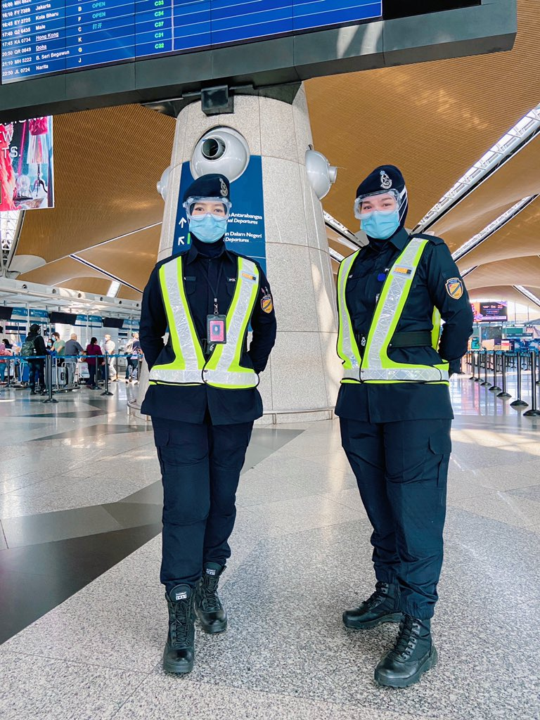 Wahyu Liana and Khairun Nisha are ready to assist you! Our Aviation Security (AVSEC) are always on the lookout to help you further. Don't hesitate to approach them. 👮🏻♀️👮🏻♂️#proudofMAHB #avsec #caringhosts @MOTMalaysia https://t.co/F8orHoeVp8