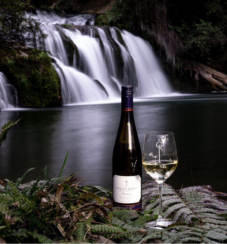Just a short 10-minute drive from Craggy Range you'll find an iconic landmark of Hawkes Bay, Maraetotara waterfalls. In 1922 a dam was created above the falls for a hydroelectric power station further downstream. Featuring @craggyrane Te Muna Riesling.  #craggyrange #nzfood https://t.co/dK5M2CtAdw