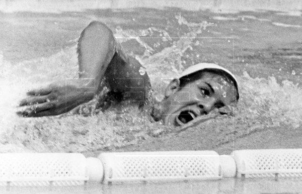 La nadadora María Paz Corominas batía el récord de España de los 800 metros en los Campeonatos de Europa, celebrados en la piscina Bernardo Picornell, Barcelona, hace 50 años. #EFEfototeca https://t.co/1KyMWaOV9b