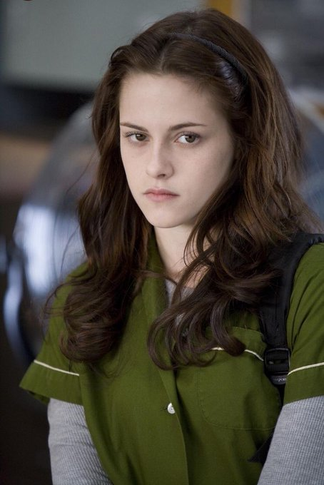 Would you look at the day,,,happy birthday bella swan u absolute queen